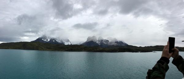 Sailing through Lago Pehoe 在船上可以把整個健行過的路線一次一覽無遺